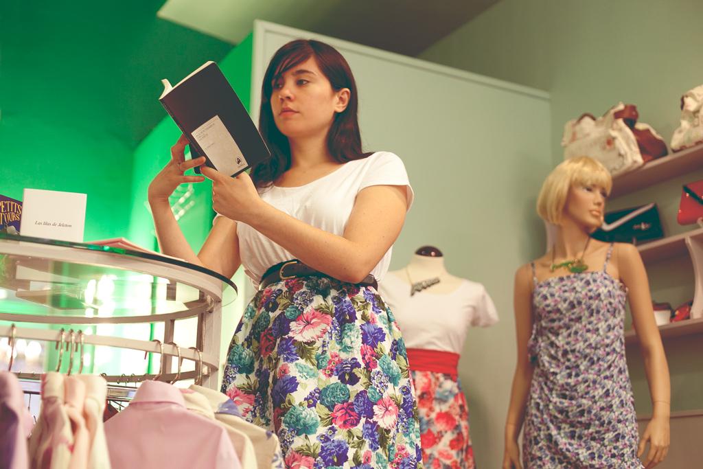 Estudio Ainara Ipina fotografia Javiera Mena leyendo